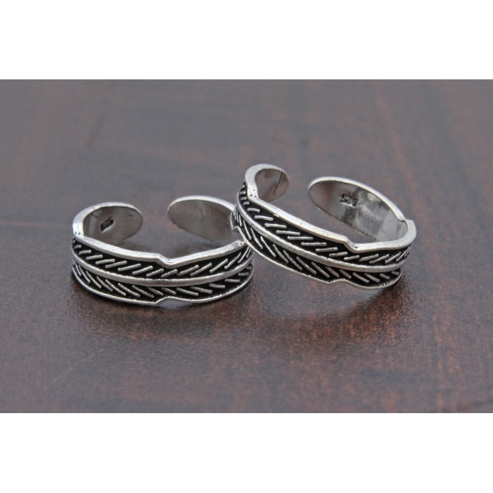Oxidized Leaf Pattern Toe Ring